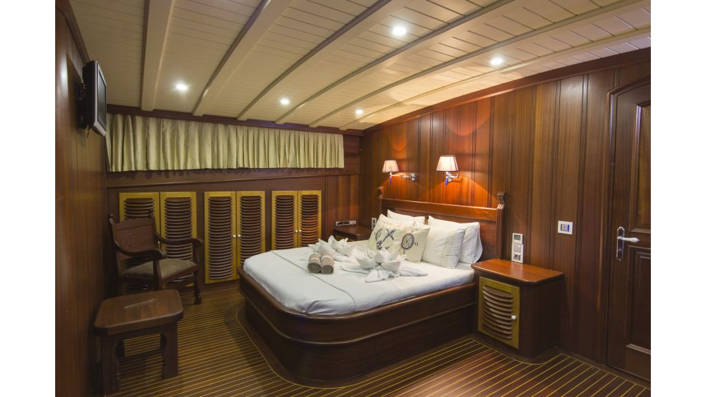 34 meters charter yacht (51)