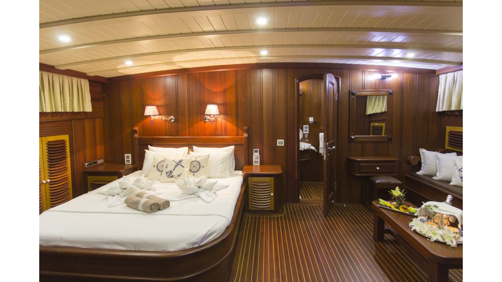34 meters charter yacht (52)