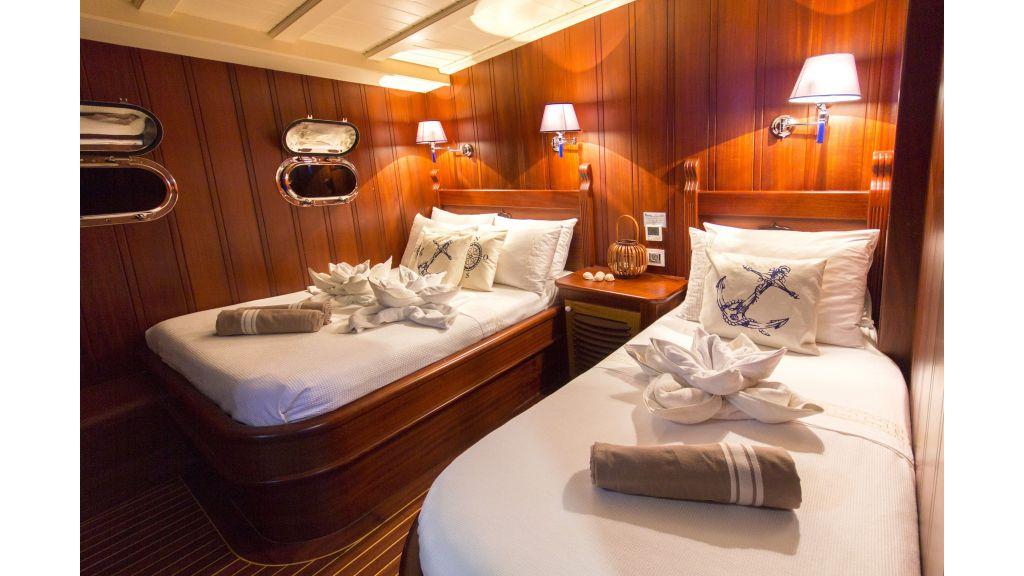 34 meters charter yacht (54)