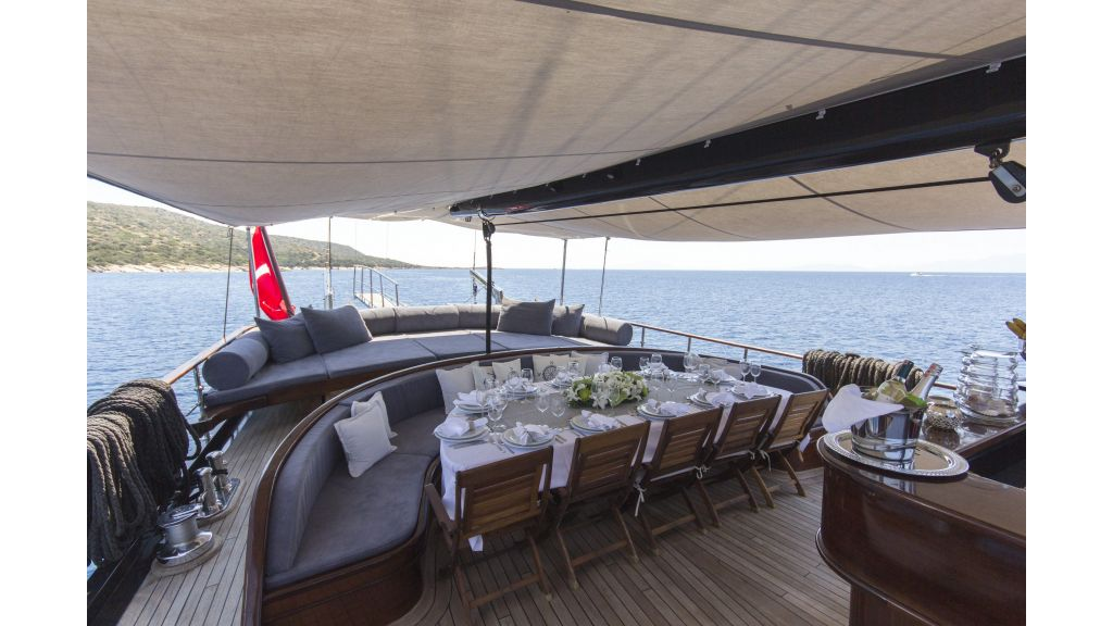 34 meters charter yacht (58)