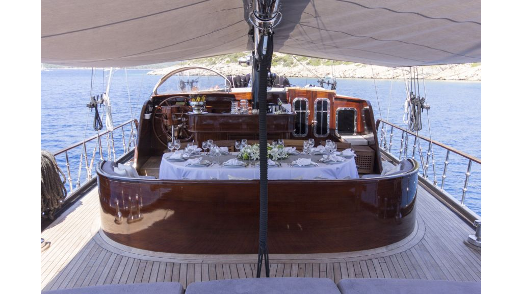 34 meters charter yacht (61)