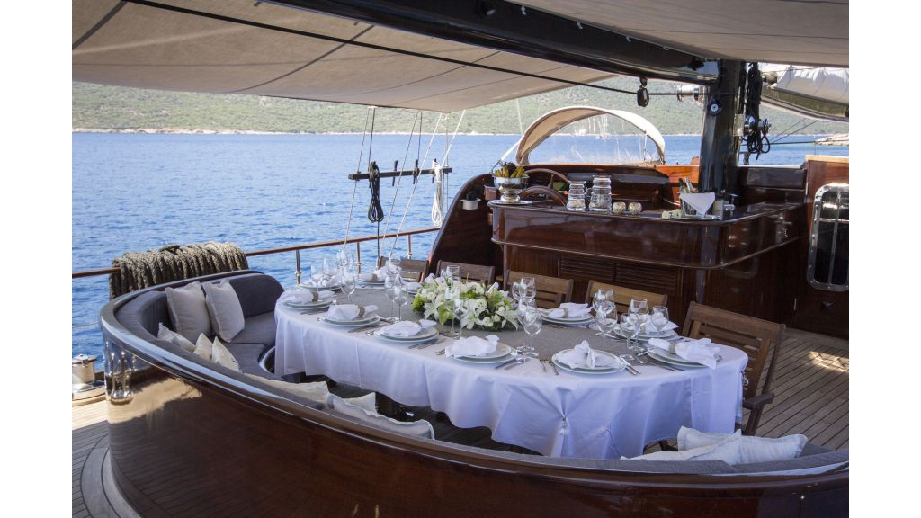 34 meters charter yacht (62)