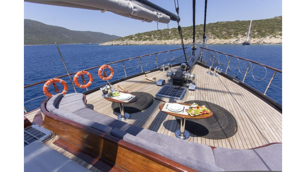 34 meters charter yacht (64)