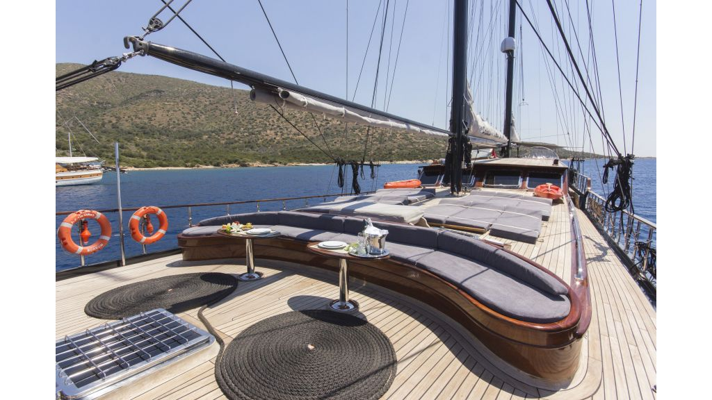34 meters charter yacht (65)