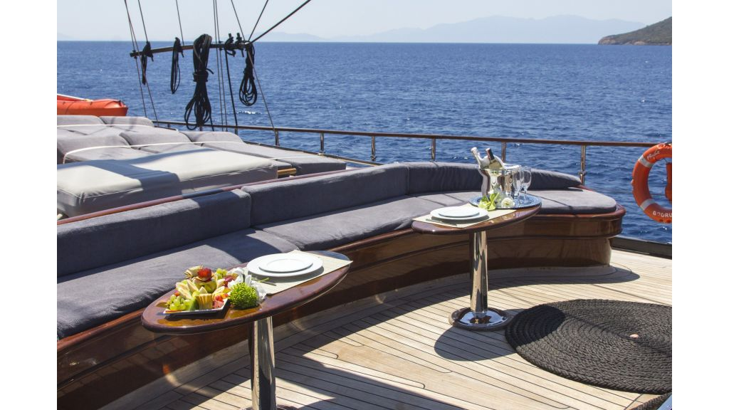 34 meters charter yacht (67)