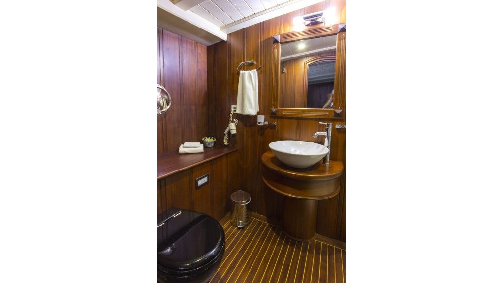 34 meters charter yacht (72)