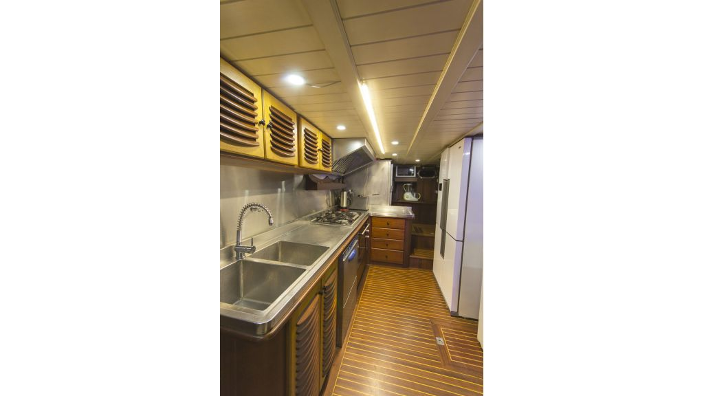 34 meters charter yacht (75)