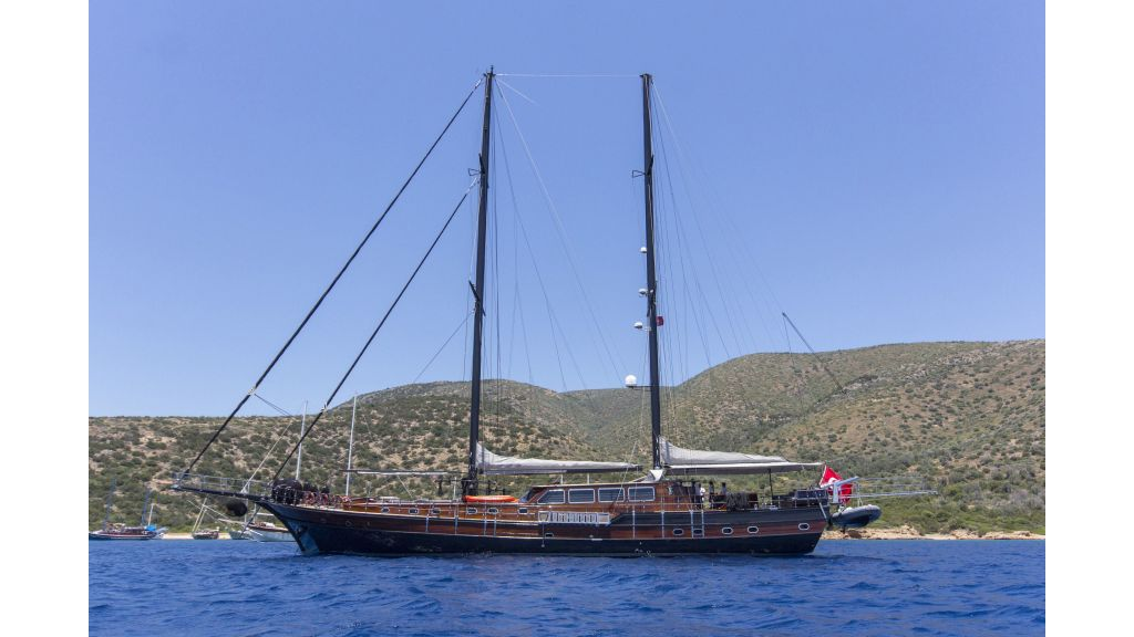 34 meters charter yacht (76)