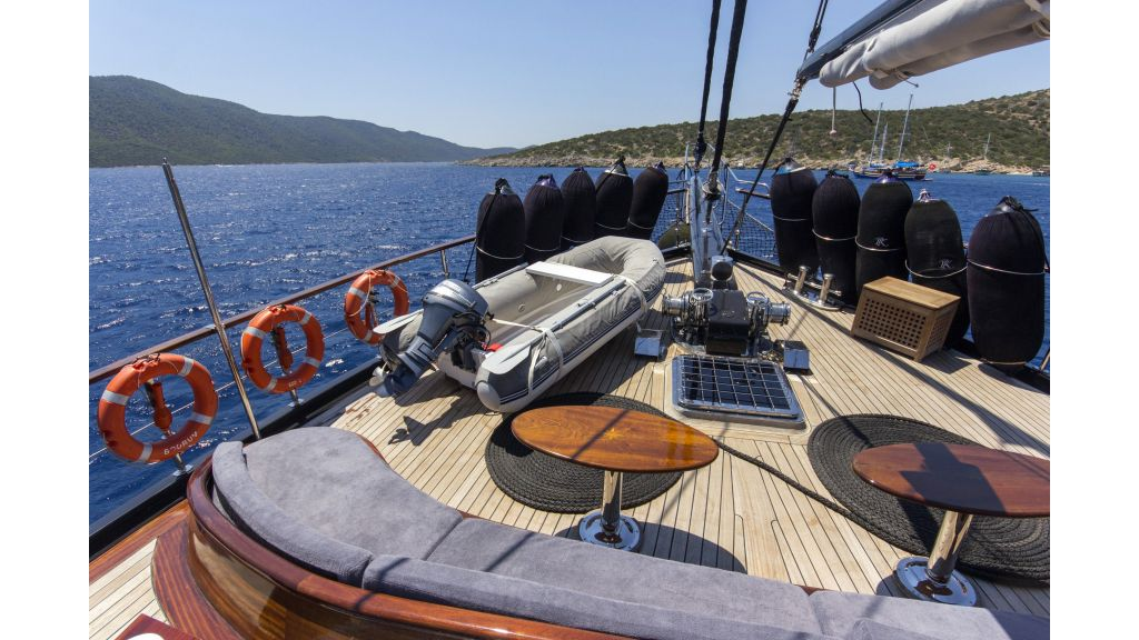 34 meters charter yacht (79)