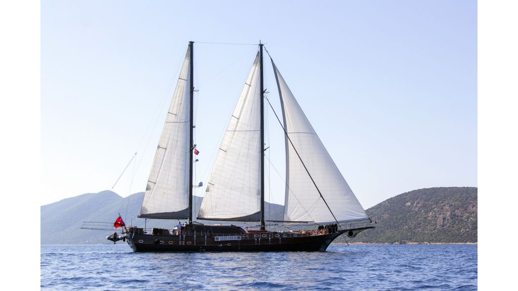 34 meters charter yacht (80)