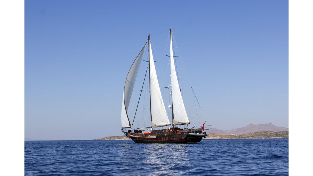 34 meters charter yacht (81)