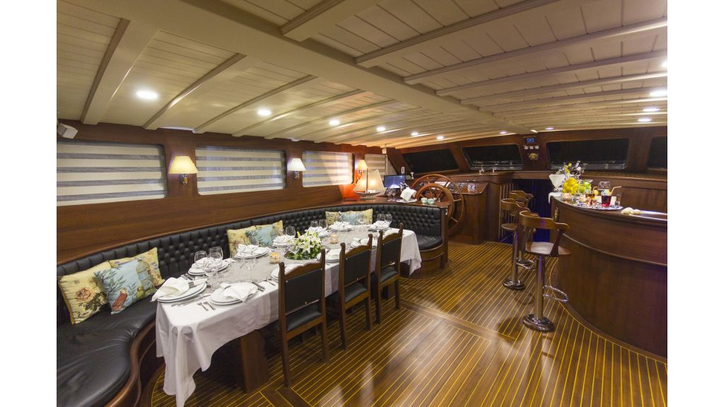 34 meters-charter yacht master