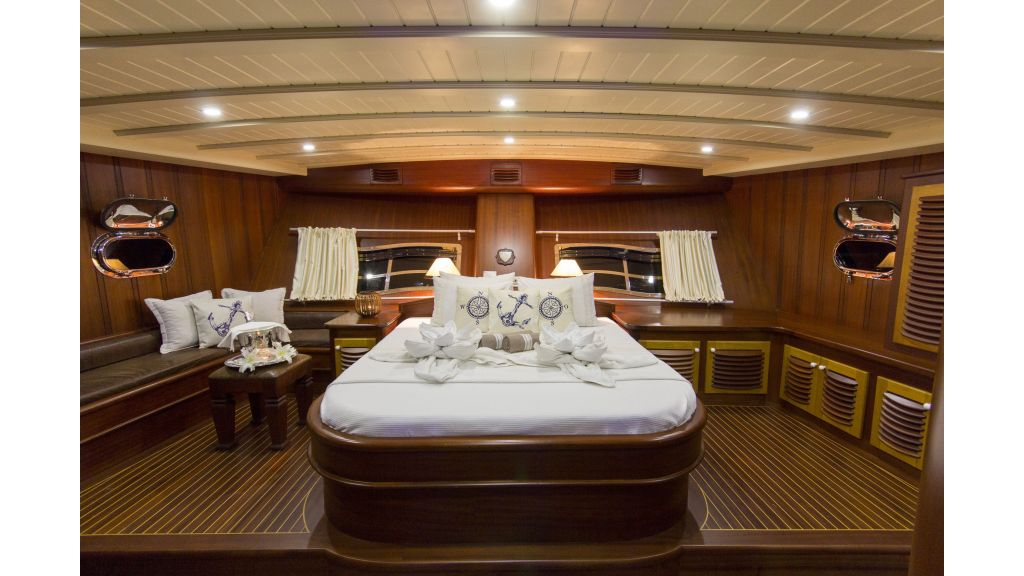 34 meters charter-yacht-master