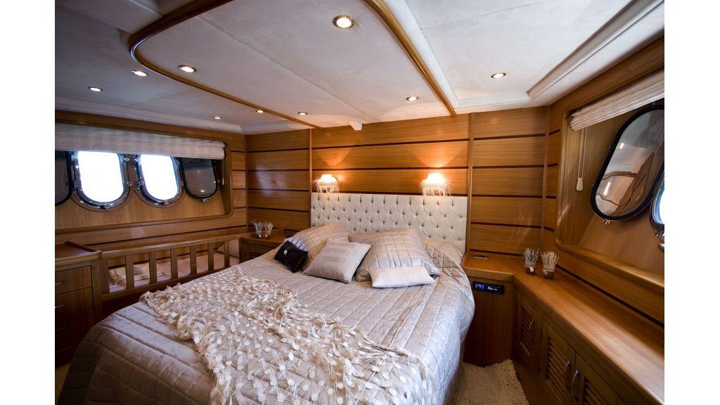 Azmin motor yacht master