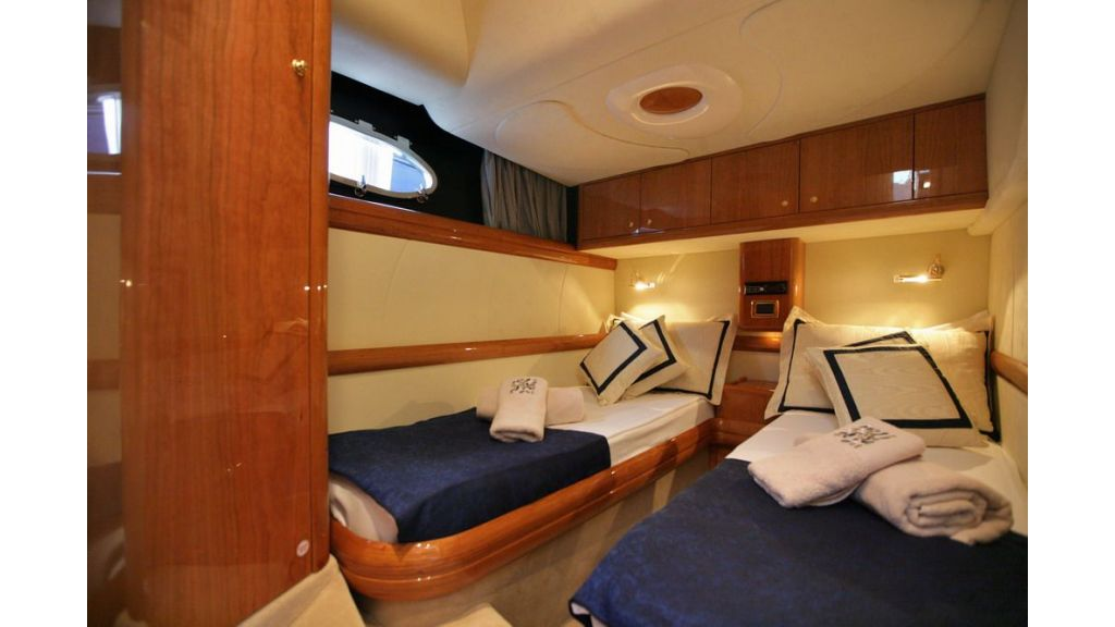 cranch 48 motor yacht (8)