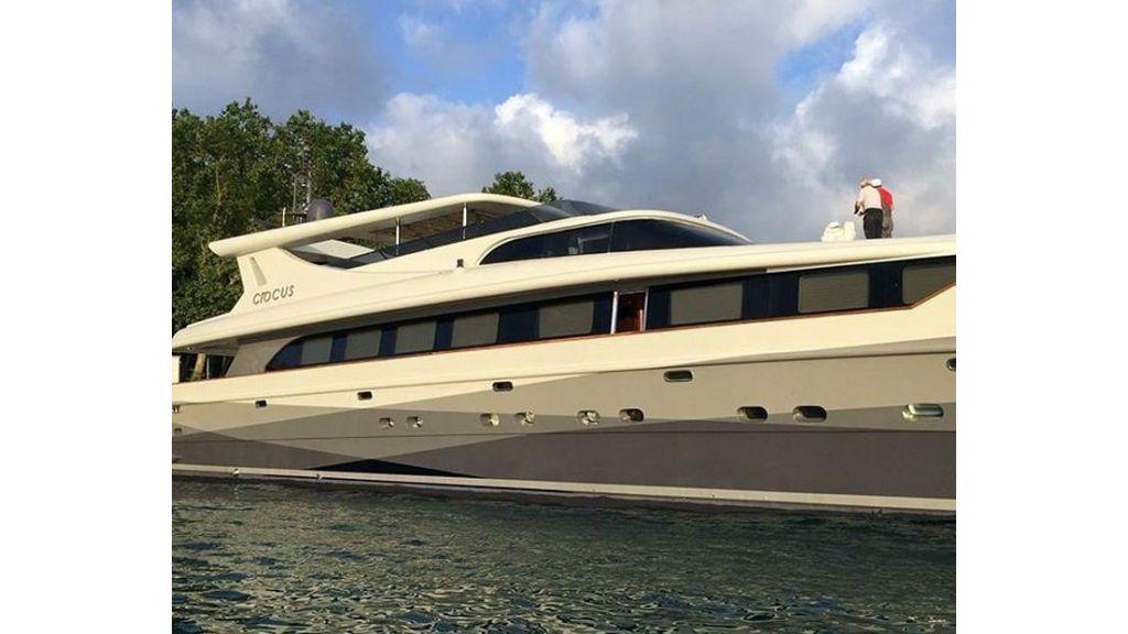 Crocus motor yacht (8)