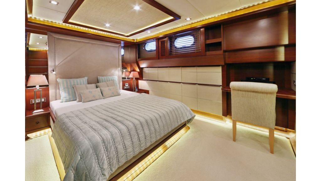 Daima-Luxury-Sailing-yachGuest Cabin