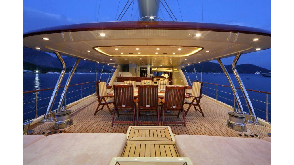 Daima-Luxury-Sailing-yacht Aftdeck