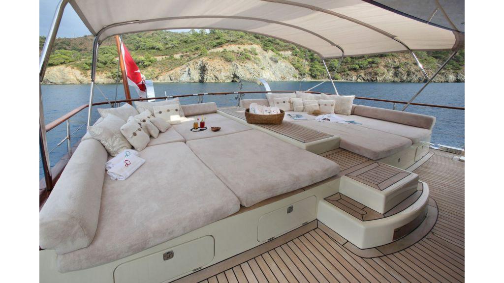 Daima-Luxury-Sailing-Yacht-Aftdeck-master
