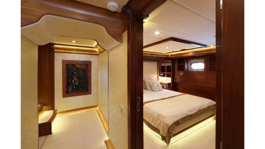 Daima-Luxury-Sailing-yacht-Corridor stern
