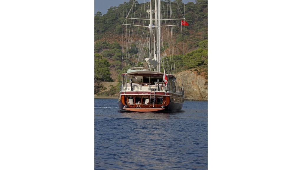 Daima-Luxury-Sailing-yacht-Exterior