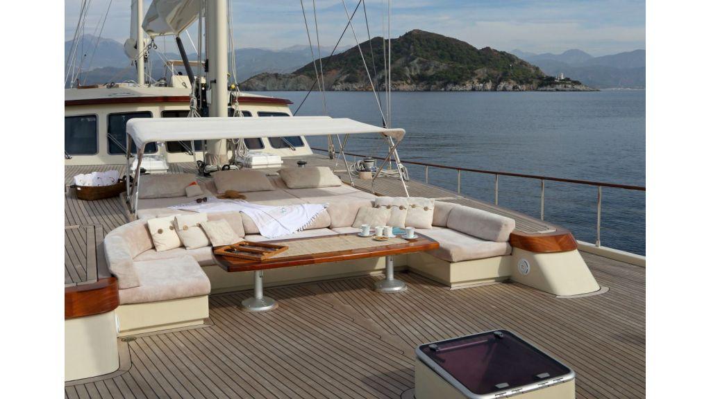 Daima-Luxury-Sailing-yacht-Foredeck