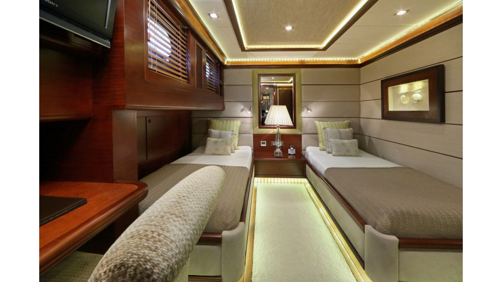 Daima-Luxury-Sailing-yacht-Guest-Cabin