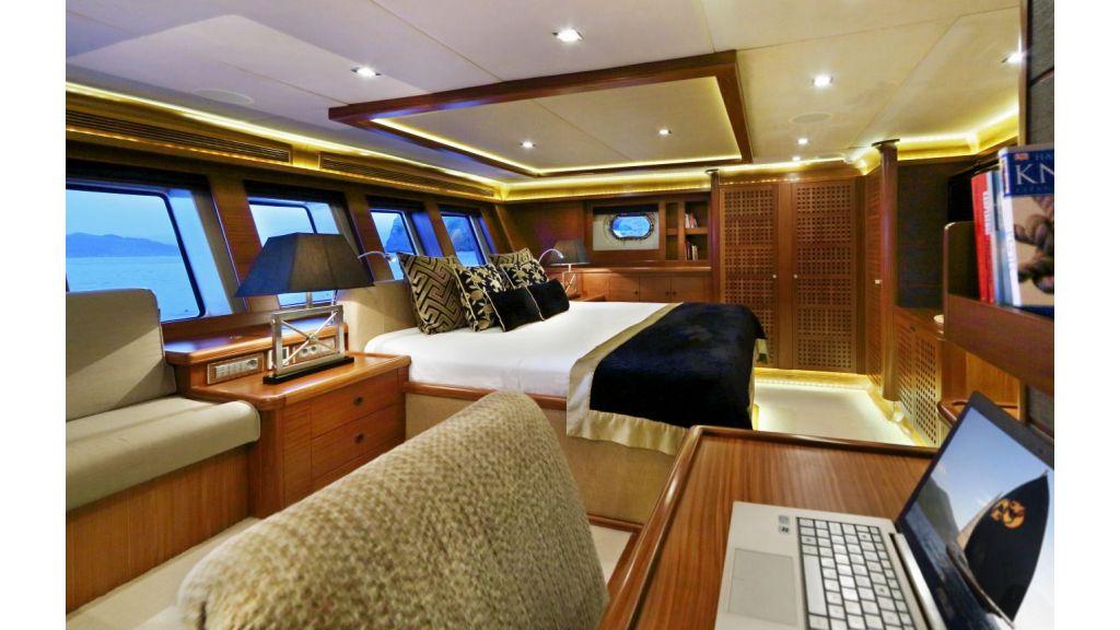 Daima-Luxury-Sailing-yacht-Master-Cabin