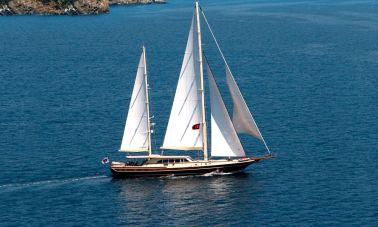 Daima Luxury-Sailing-yacht-master