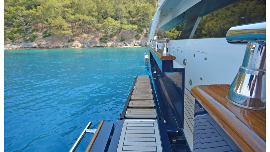 Go Luxury Motor Yacht (3)