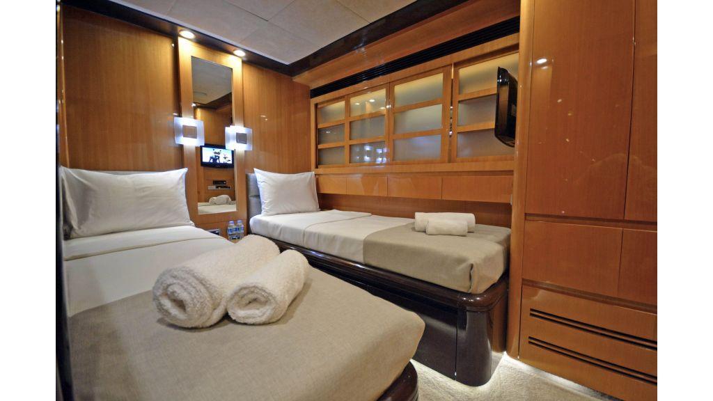 Go Luxury Motor Yacht (38)