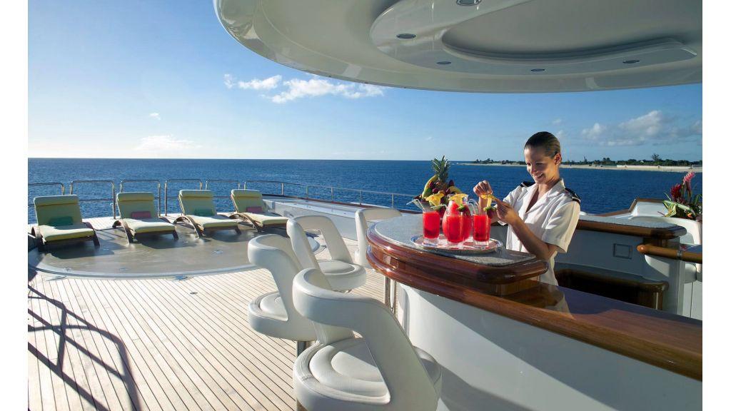 Huntress-luxury motor yacht charter master