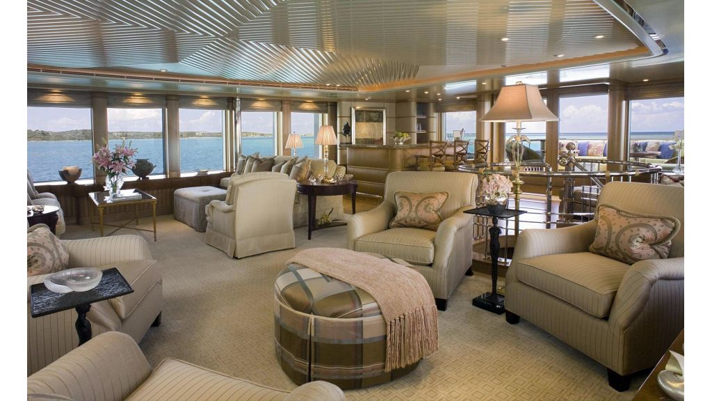Huntress Luxury motor yacht-master