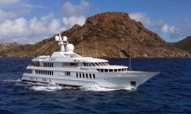 Megayacht-charter-Huntress master