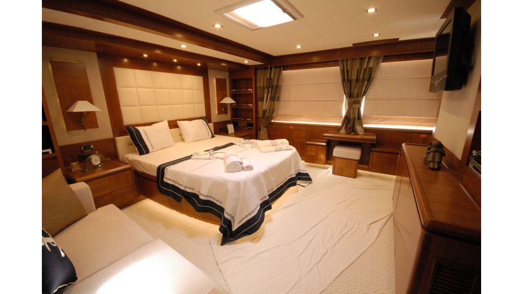 merve-luxury motor yacht master