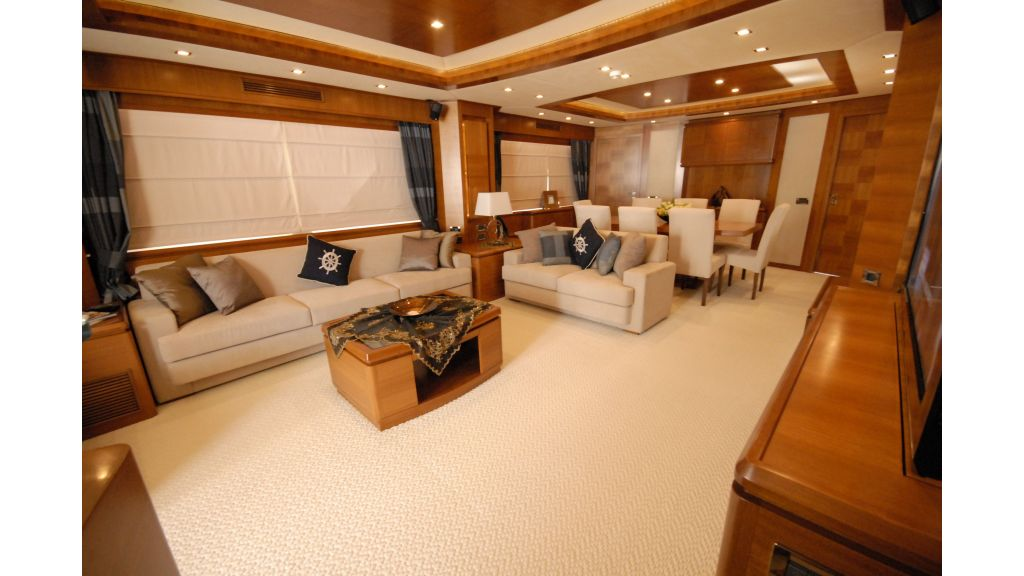 merve luxury motor-yacht master