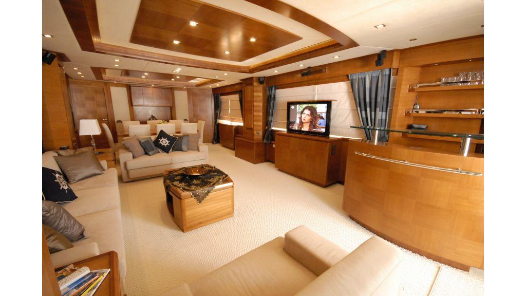 merve luxury motor yacht master
