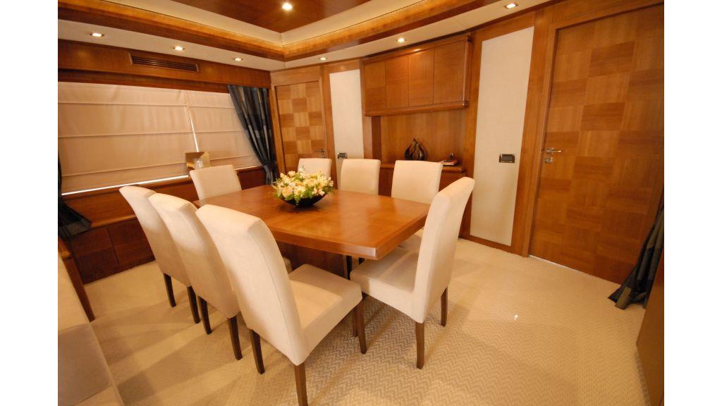 merve-luxury motor-yacht master