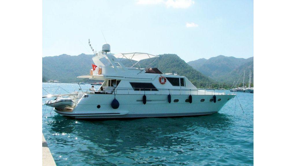 Motoryacht_Axa_(1)