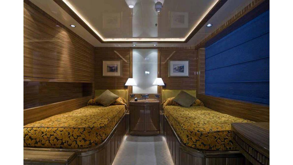 Oneiro Motoryacht charter  (3)