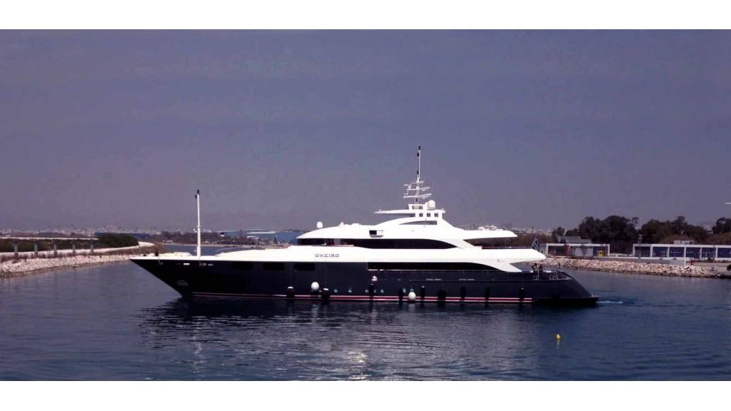 Oneiro Motoryacht charter  (7)