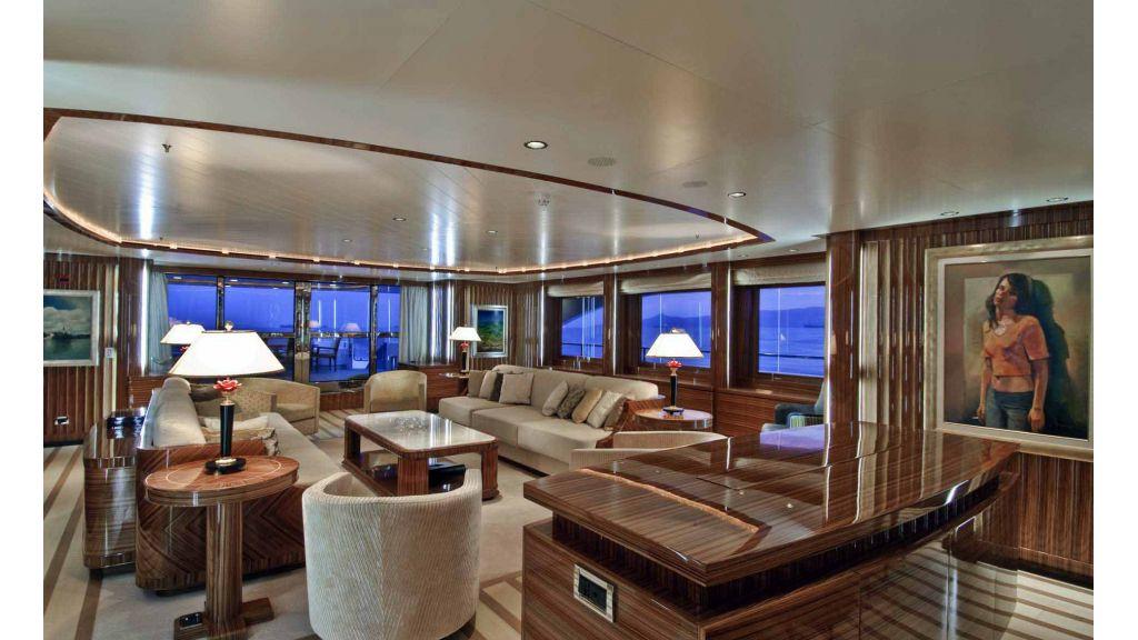 Oneiro-Motoryacht charter master
