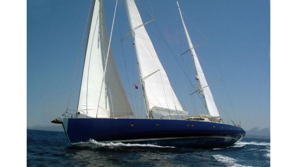 sailing yacht-rozinante