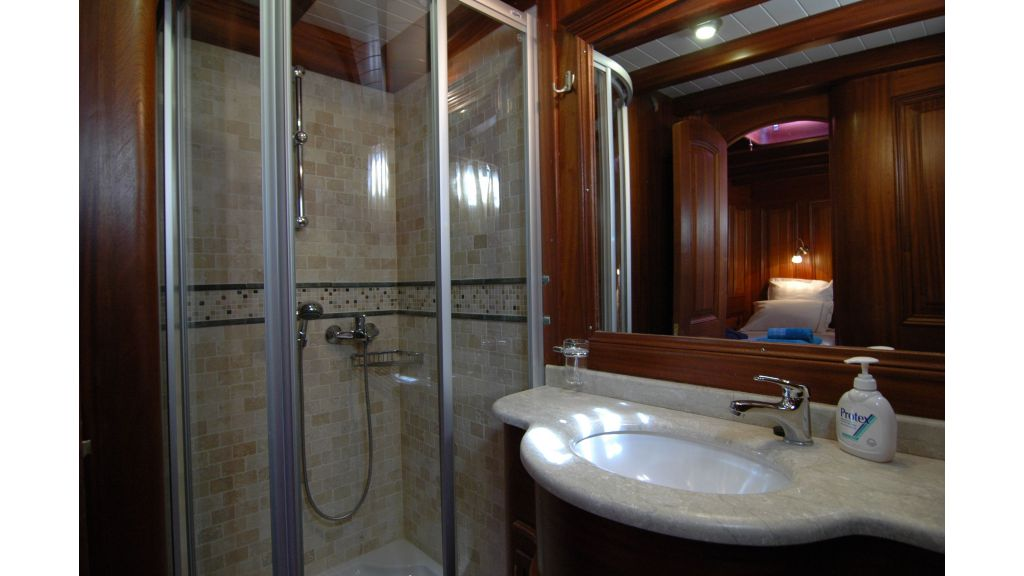 Samarkand cabin bathroom