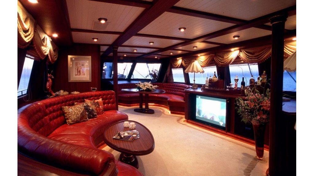 Sea-beauty-Luxury Yacht Charter master