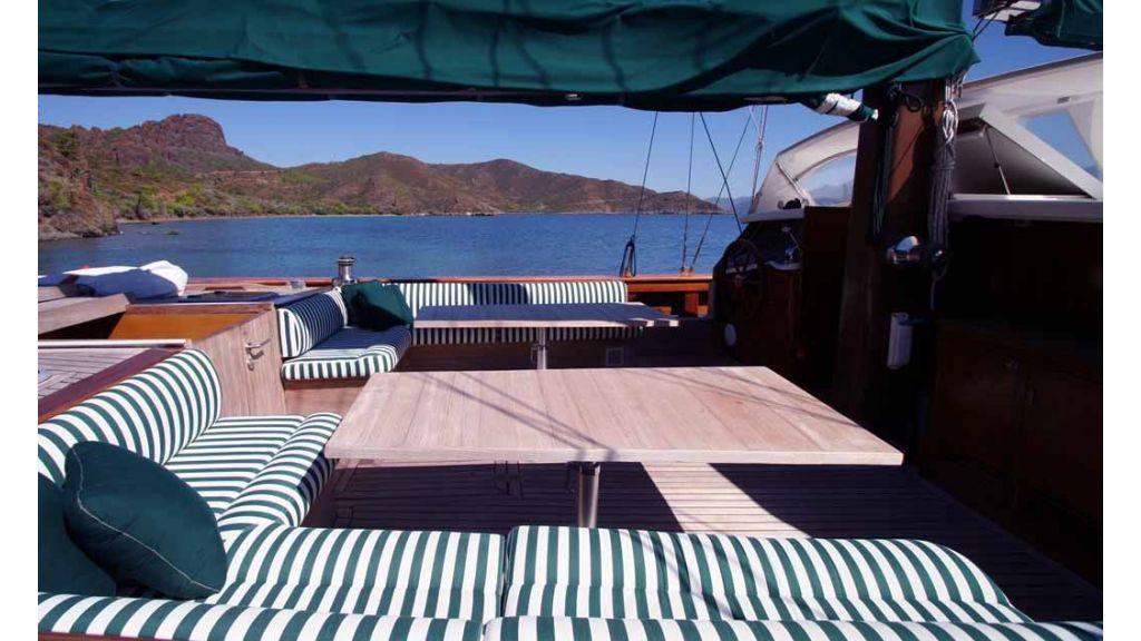 Vongole Luxury crewed yacht master