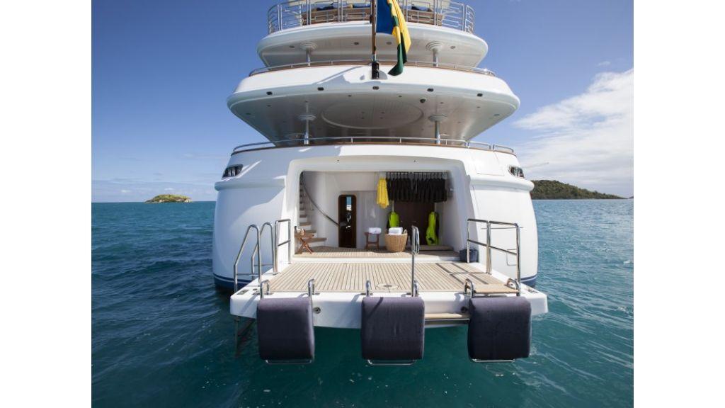 Yacht-Starfire Swim-Deck