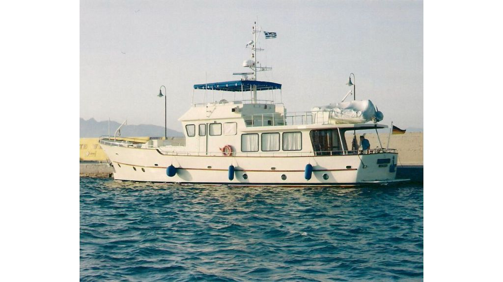 Custom built beautiful steel trawler (12)