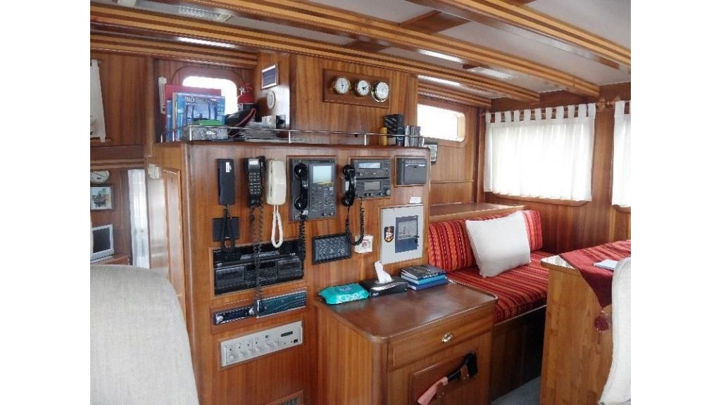 Custom built beautiful steel trawler (38)