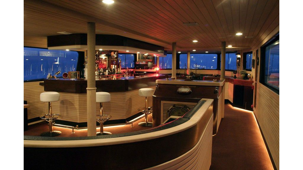 Latilla motor yacht in istanbul master